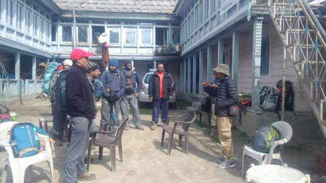 Briefing by Sonu Negi in Chitkul. Image credits: Kohinoor
