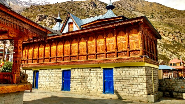 There is some marvellous wooden art in Mathi devi temple. But the traditional Kinnauri stone roofs have been replaced with sheets in the newer constructions.
