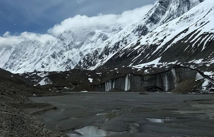 The majestic Baspa river that flows through Kinnaur starts from here, the Baspa glacier