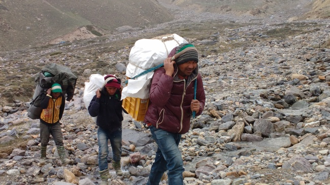 Porters, the overlooked guardian angels of a mountain expedition
